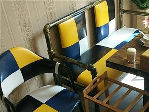 处理九成新桌椅,另有一套火锅店用具打包处理