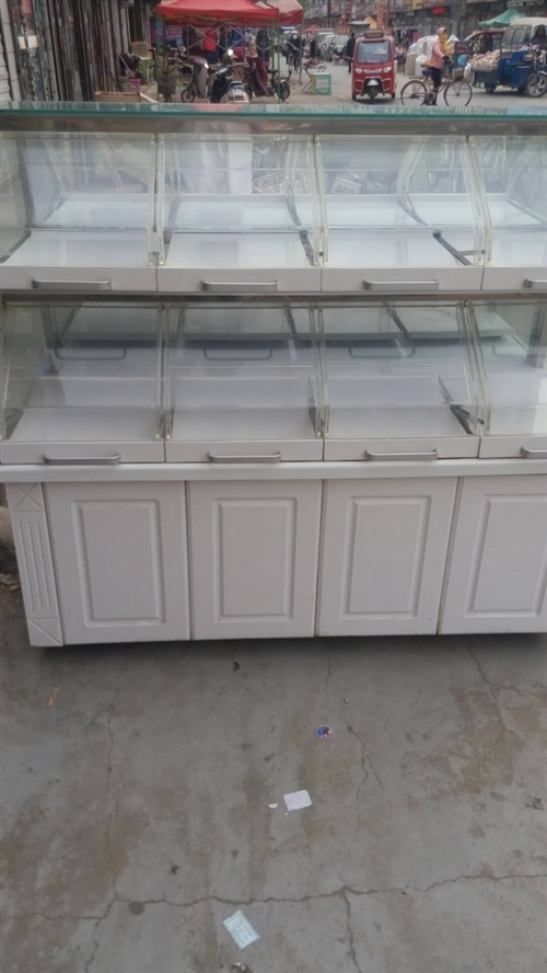 蛋糕柜,长1.9米,高度1.5米,八成新
