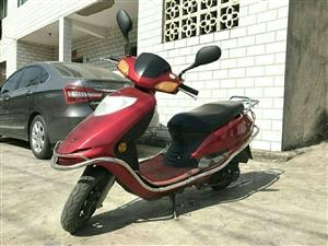 由于在外地上班,澳门皇冠网上注册闲置红色踏板摩托车一辆,价格低廉。