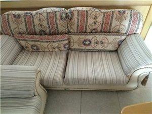 一套组合沙发,一个茶几便宜处理,可分开处理,价格可议