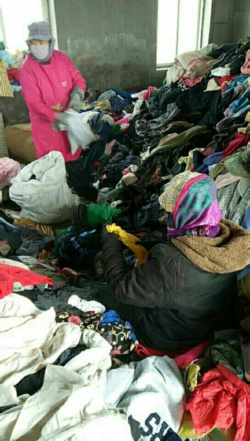 本人在梅河口周边地区长年大量高价收购旧衣服 以及招代理  有意者联系本人微信578092044或着电...