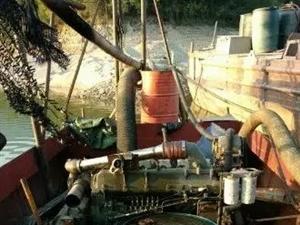急用钱沙船废铁价机械全部运转正常          10进8出便宜处理,长10米宽3.5,30千瓦...
