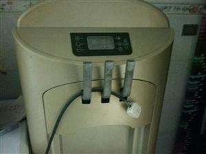 低价出售冰淇淋机没有用过。