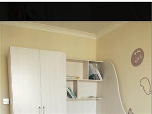 这是衣柜加电脑桌带的书架,新的质量没有问题,自己家亲戚打的原价1500二手价1000合适随时都可以看...