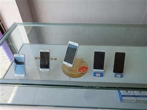 出几台手机,最便宜的一台苹果400块