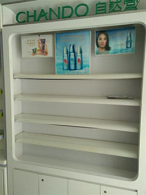 化妆品柜有6个,1米8宽有2个,1米6宽有3个,还有个小的,都7成新,有需要的联系我15356950...