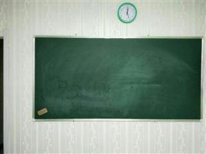 辅导班不干了,出售全新学生桌椅,电视柜,新概念各阶段教材。桌椅130一套,教材五折出售。柜子黑板均5...