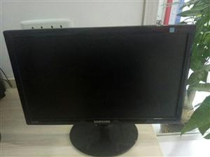 二手19寸三星显示器低价出售送原厂适配器,无修,无暗病,