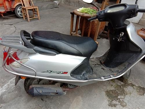 二手本田踏板车和豪爵蓝巨星一辆,车况很好,价钱便宜,需要联系电话18296616477
