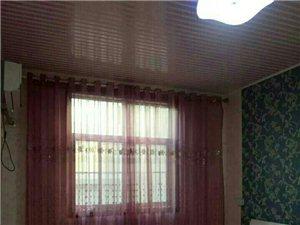 新四院附近精装两室两厅拎包入住1200元/月