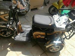 有辆新的老年乐电动三轮车,价格合适就出手了。