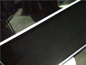 威尼斯人线上平台低价出售27寸清华同方显示器一台,白色,九成新,