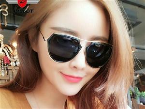 2017新款网红太阳镜全新低价出售,货多下。