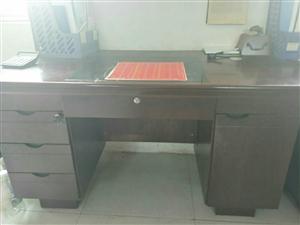办公桌,共三张,原价450一张
