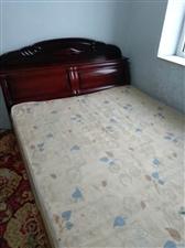 双人床加床垫 装修换下来的两张双人床配有床垫 便宜处理 就卖两天 过两天就拆 欲购从速 本交易支持...