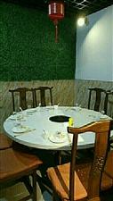 火锅大理石桌子,和石木凳子,排风,调料碗等等