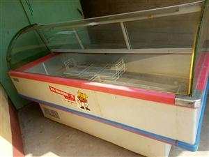 保鲜柜一台,长2米宽1米,需要的朋友联系15832709991