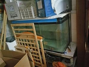 1.2鱼缸还有玻璃桌转让
