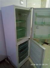出售冰箱,因工作变动,低价出售。质量可靠,制冷效果良好。需要的300元拿走。非诚勿扰,谢谢