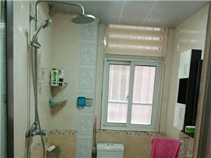 龙泉公寓4室2厅2卫75万元