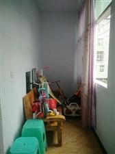 江畔人家后面私人房3室装修好的只要16万。