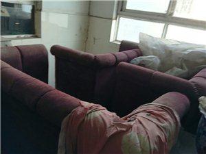 本人有一批旧沙发、桌子、灯具处理(适合西餐厅、ktv、卡坐等),如有需要者请电话联系:1393841...