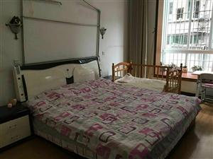怡和步行街3室2厅2卫70万元