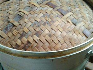 有一批馒头包子蒸笼出售,之前在食堂买包子用的,现在改行不用了,20一个,铝皮包竹片的,直径七八十厘米...