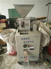 组合式鲜米机,可磨糙米、磨胚芽米,每小时可磨米200-300斤,可以现磨现卖,出米率高。电话:137...