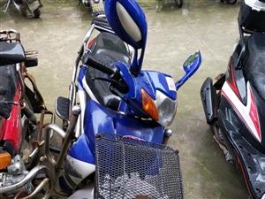 隆鑫摩托七成新,省油好骑,原价3680元,现价1500元。