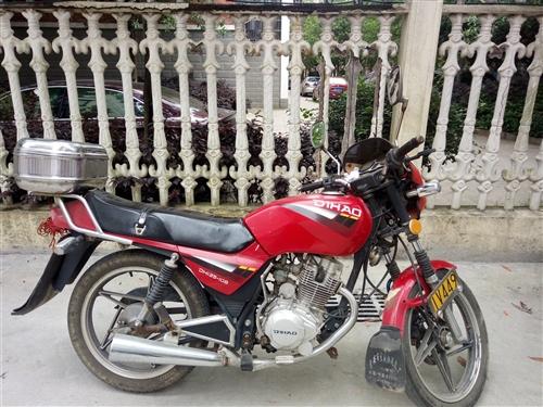 本人自用铃木款摩托车,因常开小车,车库放不下。现低价出售,车况好平时保养正常,有意联糸,非诚勿扰!