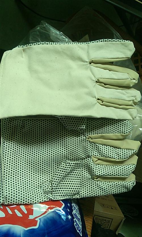 出售工廠作坊高質量用工手套 絕緣 防靜電 隔熱 防油 有效保護手部不受傷害!數量有限 有需要的聯系!...