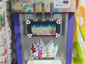 99成新冰激凌机冰淇淋机,高配置,自动清洗。价格可小刀。可做三种口味,用时短,效率高,利润大,每种可...