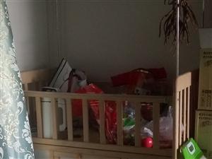 婴儿床出售,买来一次都没有用过。闲着也没用,在乖乖园400多买的。