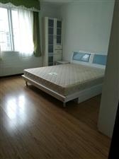 三小附近4室2厅2卫1200元/月