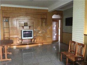 旧六中旁边3室2厅2卫1300元/月