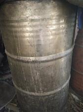 出售360斤铁油桶,装豆油了,油抽子,由于粮店不干了,都低价处理。电话:13756811159。