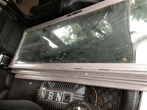 全新商品房阳台铝合金玻璃门转让