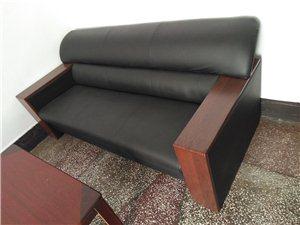 办公沙发,全新,长1.9米,宽0.8米。原来买成1200元,现底价处理。有需要的朋友请电话联系138...