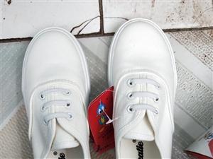 全新儿童小白鞋出售,全新带标签鞋盒!男女童通用,33-36码!需要的联系vx137575129。备注...