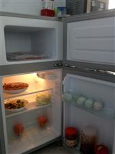 因搬家出售自用两门小冰箱一台完好无损从没修过有意者请联系。微信同手机号