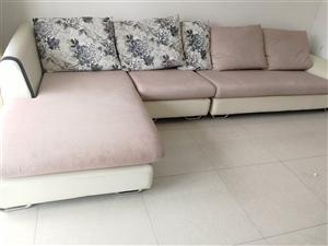 全友沙发一套 原价3800多 ,使用不到2年,长3.5米 宽1.2米 软硬适中,价格好说。沙发在天鹅...