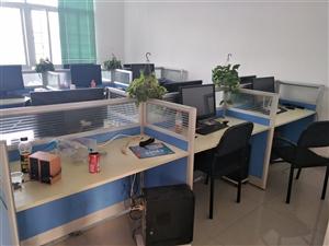 办公桌还有14张,电脑20台,便宜处理