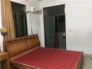 河滨南路3室2厅2卫1300元/月