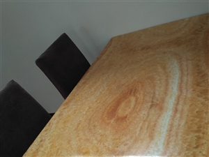 大理石桌面,一张桌子四把椅子