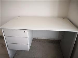 写字台、电脑桌  结实耐用