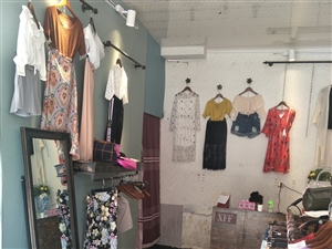 个人小型服装店转让   位于张营商业街  有意电话联系15955893304