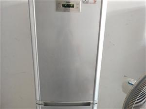 海尔冰箱,上面保鲜,下面实冻