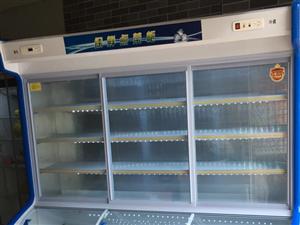 因本人不善经营,先将店内三开门冷藏冷冻保鲜柜低价处理,原价4800,现价2000