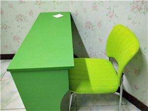 出售辅导班,课后班桌椅,柜子,黑板,全新,质量杠杠的,买时一桌一椅180,现价130一套,柜子50元...